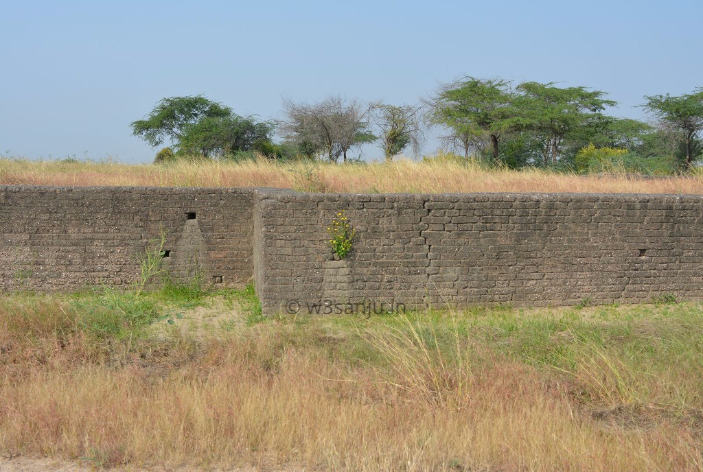 lothal-uppertown-wall